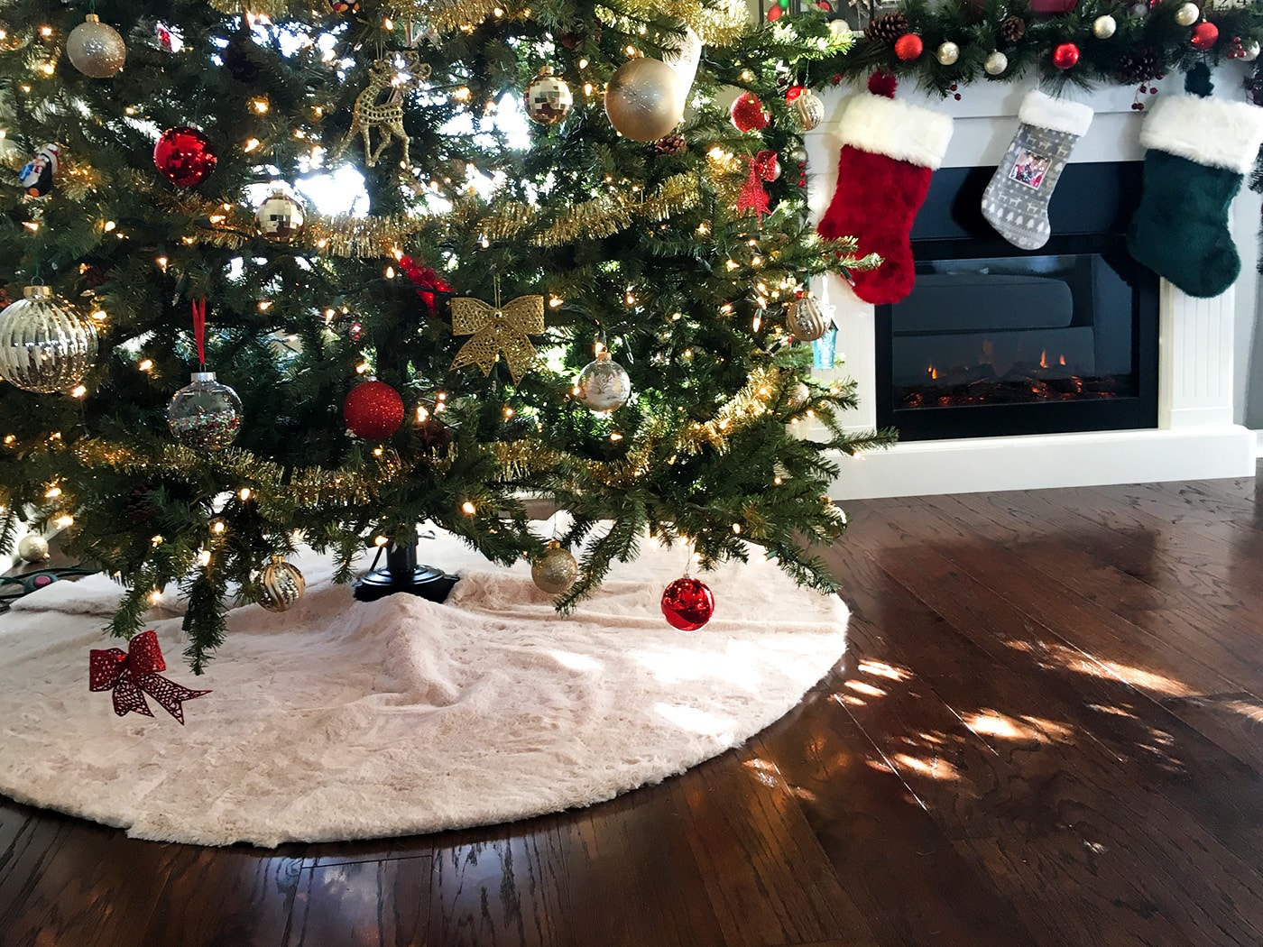 Easy, No-Sew Faux Fur Christmas Tree Skirt | Sammy On State